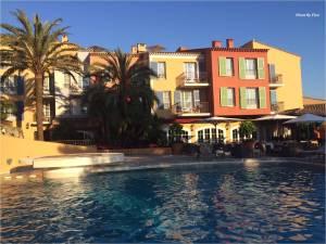 hotel-byblos-st-tropez-piscine