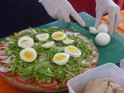 pan-bagnat-preparation-eggs