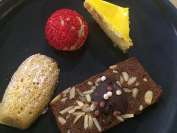 cakes-and-mignardises-at-joya-life-store
