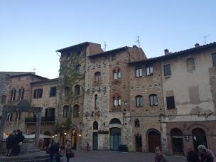 San Giminiano plaza